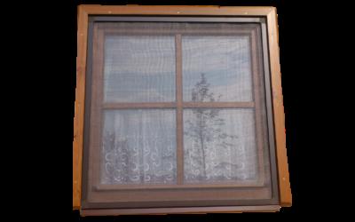 Okenní síť proti hmyzu – s okapničkou